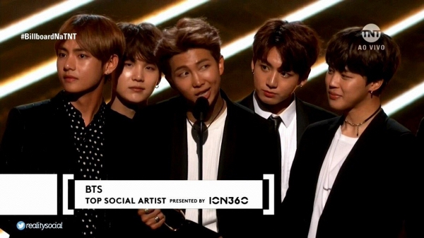 BTS tại Billboard Music Awards 2017 (BBMAs 2017).