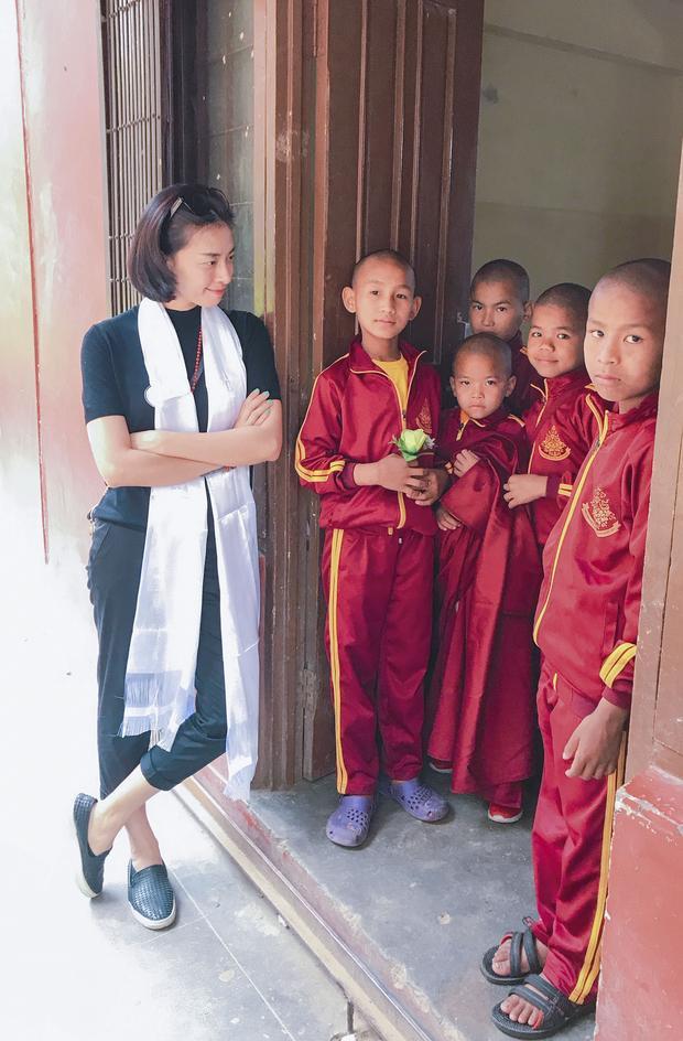 Vượt chặng đường xa xôi, Ngô Thanh Vân sang Nepal cầu nguyện cho những trẻ em mắc bệnh tim bẩm sinh