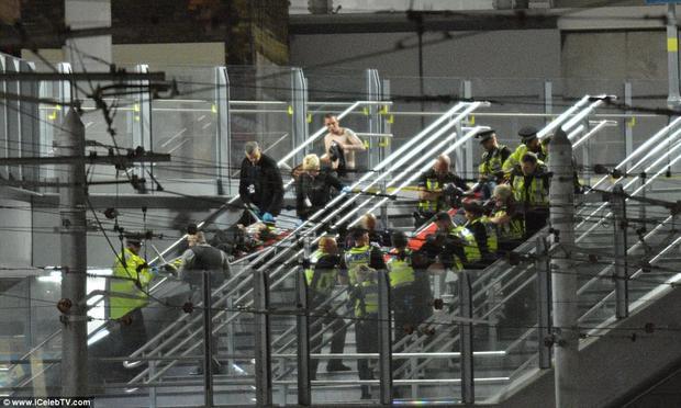 Toàn bộ lực lượng cảnh sát thành phố đã được huy động để phong toả khu vực sân vận động. Theo ghi nhận, hiện tại nơi đây đang cực kì hỗn loạn.