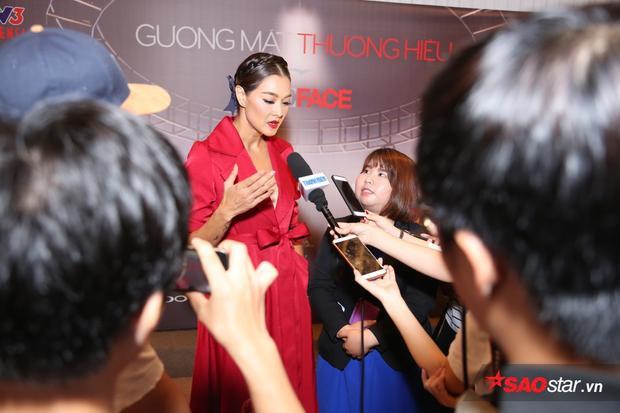 Sự xuất hiện của HLV The Face Thailand - Lukkade Metinee nhận được sự quan tâm đặc biệt của giới truyền thông.
