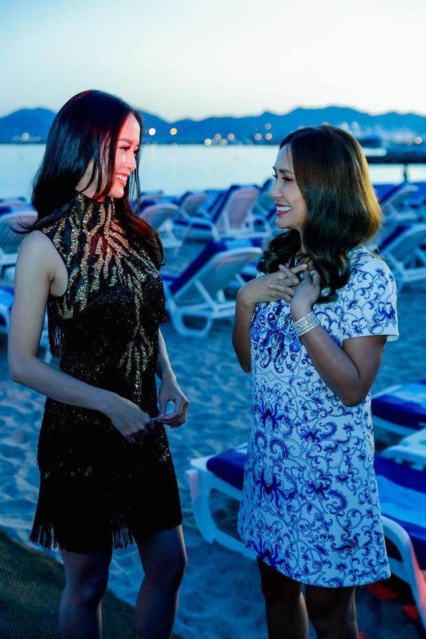 Ngọc Anh trò chuyện cùng Quyên Trần, một người chị thân thiết.