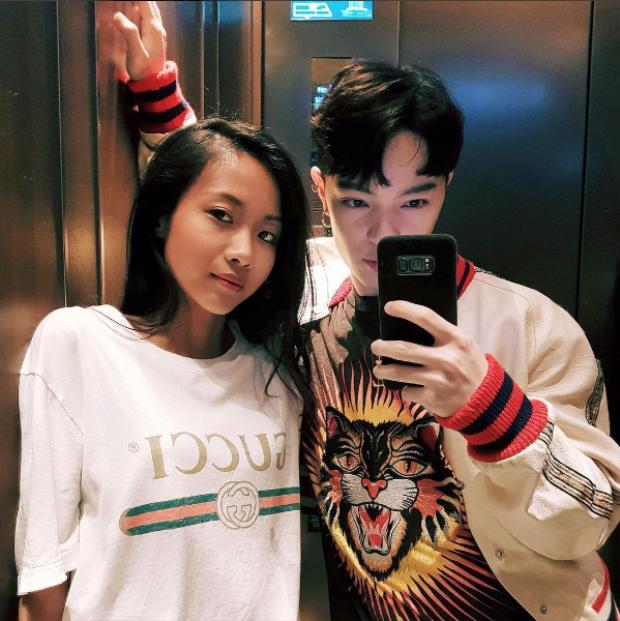 Hay trong một diễn biến khác, cô nàng diện áo phông Gucci đơn giản - item được rất nhiều các tín đồ thời trang Việt yêu thích, lăng xê trong thời gian qua.