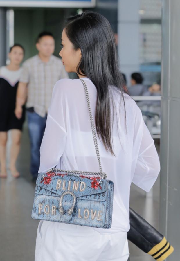 Suboi và chiếc túi xách Gucci dòng Dionysus.