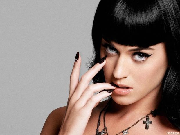Katy Parry cho rằng Taylor là người khơi mào mọi chuyện nên nữ ca sĩ sinh năm 1989 nên làm hòa trước.