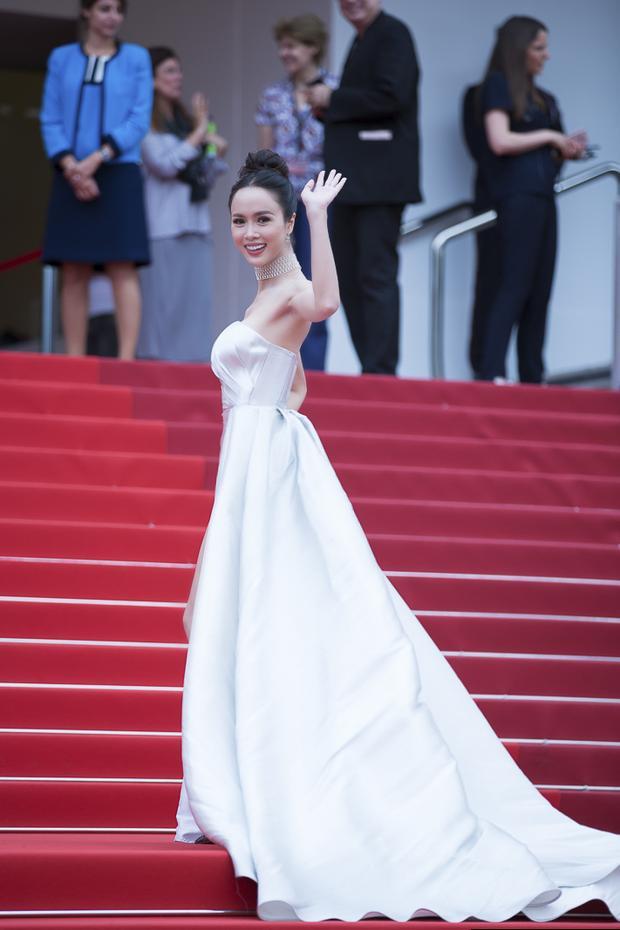 Thiết kế của Lê Thanh Hòa luôn là lựa chọn số 1 cho các mỹ nhân Việt khi xuất hiện tại các sự kiện quốc tế lớn.