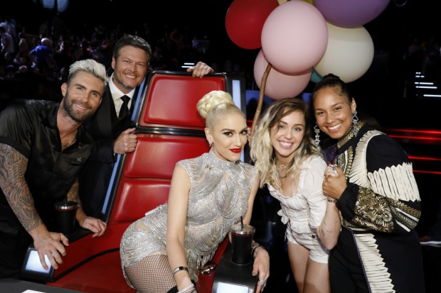 Miley cùng tới chung vui