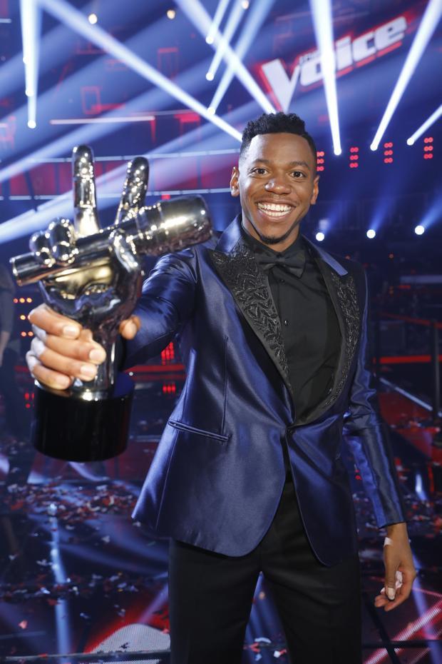 Chris Blue cùng chiếc cúp chiến thắng…