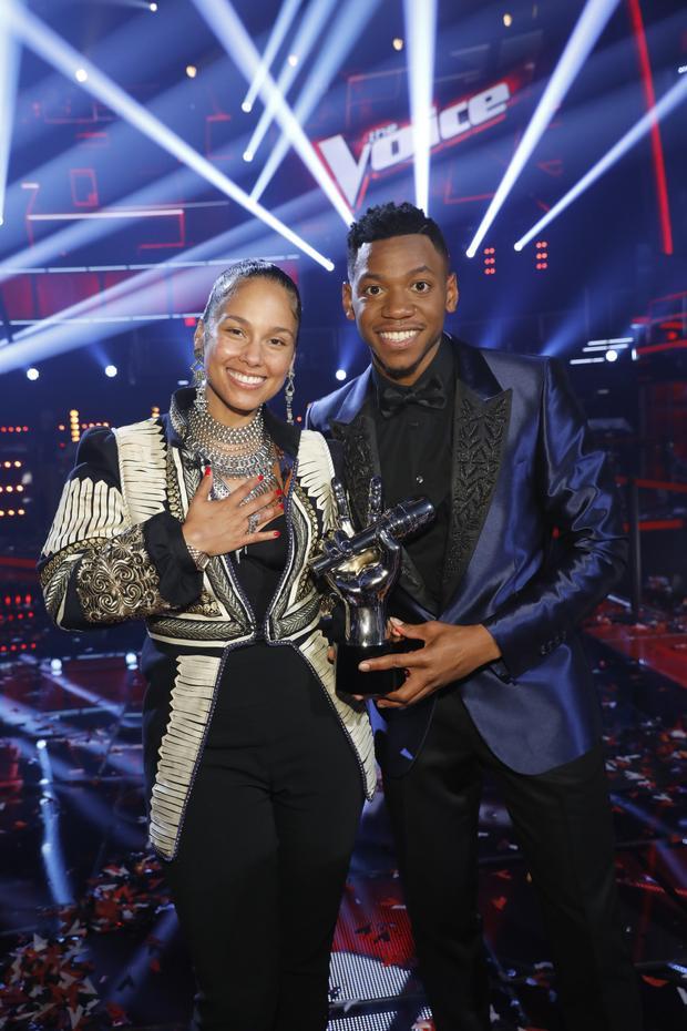 … với HLV Alicia Keys của mình