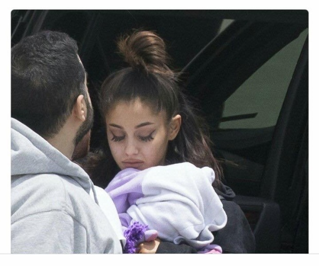 Ariana Grande hẳn đã mệt mỏi lắm rồi!