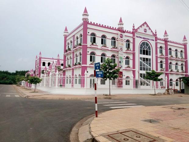 Biên Hoà: Trường mầm non đồ sộ như toà lâu đài trong chuyện cổ tích khiến dân mạng trầm trồ gato
