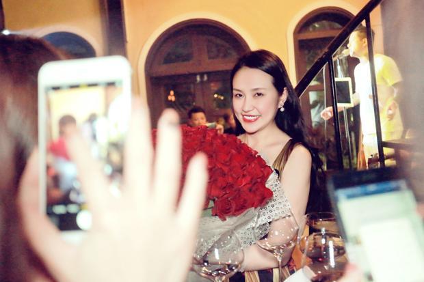 """Lời chia sẻ vô cùng ngọt ngào và """"có cánh"""" mà Tuấn Hưng dành cho vợ khiến mọi người có mặt trong bữa tiệc phải xuýt xoa."""