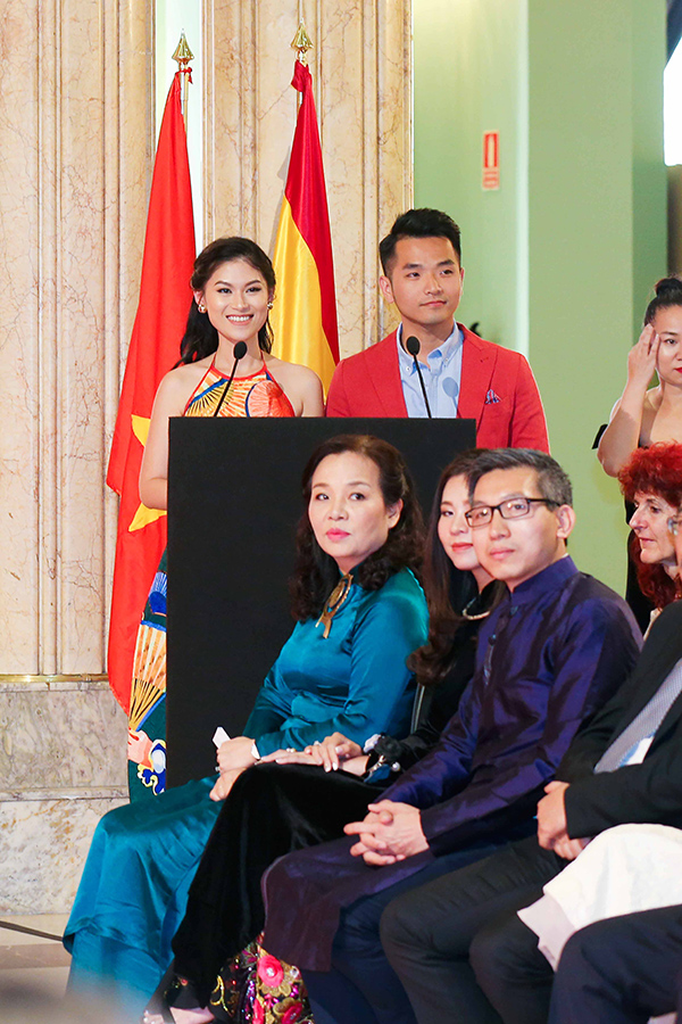 Ngọc Thanh Tâm và Phạm Hồng Phước giới thiệu phim đến mọi người.