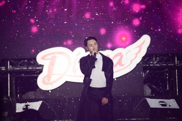 Xuất hiện như vị thần giữa tuyết mùa hè, Sơn Tùng M-TP đốn tim hàng ngàn fan nữ