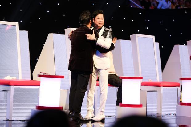 Quang Lê bật khóc nức nở nhớ về cha khi học trò Ngọc Sơn hát nhạc phẩm nổi tiếng Đạo làm con