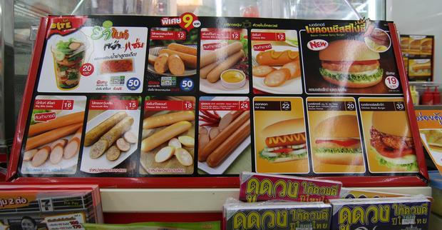 Xúc xích con ác chủ bài của 7-Eleven tại Thái Lan.