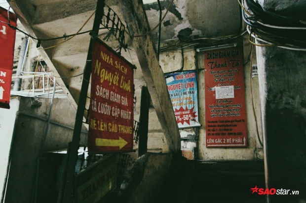 Những tiệm sách nhỏ ẩn sâu trong căn gác phố Đinh Lễ mà không phải mọt sách nào cũng biết