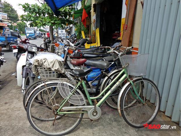 Mỗi xác xe đạp anh mua từ vựa ve chai có giá từ 130.000 - 150.000 đồng, cộng thêm tiền mua linh kiện cũng ngót nghét 200.000 đồng.