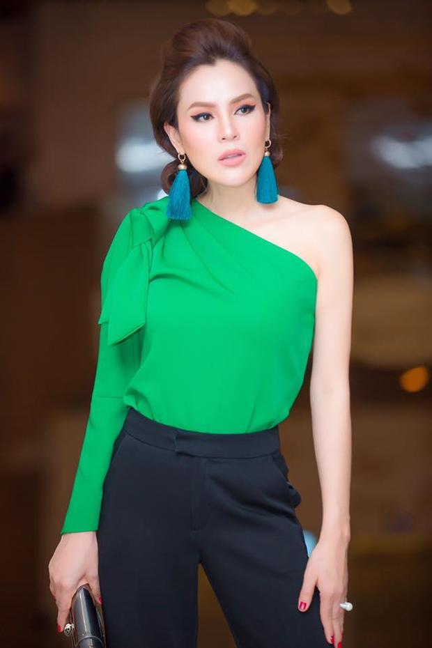 Năm 2015, Phương Lê đạt danh hiệu Á hậu 1 trong cuộc thi Doanh nhân Thế giới người Việt. Cô được nhiều người biết đến với hình mẫu về một người phụ nữ hiện đại, giàu có, xinh đẹp dù đã là bà mẹ 3 con.