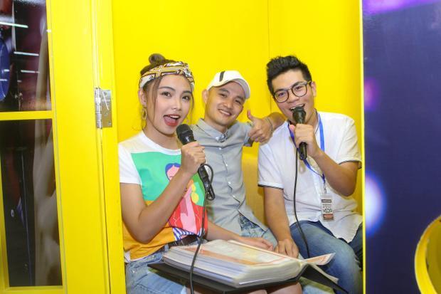 Hiền Mai, Anh Đạt, Anh Phong (team Noo) cùng nhau vui vẻ tại sự kiện.