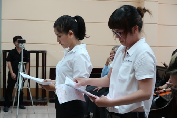 Ngọc Trinh trình bày các khoản chi phí dựng vở kịch.