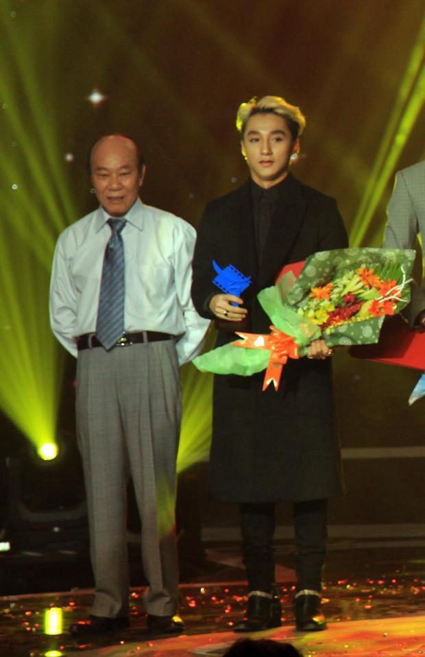 """Sơn Tùng nhận giải thưởng """"Diễn viên trẻ triển vọng"""" trong Cánh diều vàng 2014"""