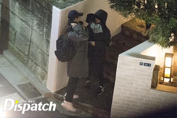 Những hình ảnh hẹn hò của cặp đôi Song Song được Dispatch tung ra sáng nay.
