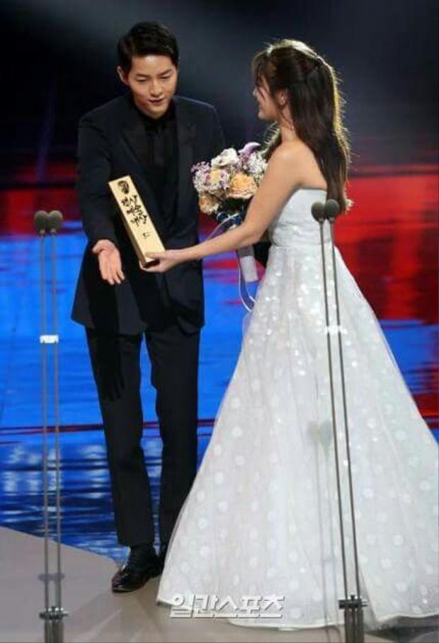 Song Hye Kyo lên tiếng về việc kết hôn cùng Song Joong Ki: Tôi nghĩ sẽ thật tốt nếu trao tương lai cho anh ấy