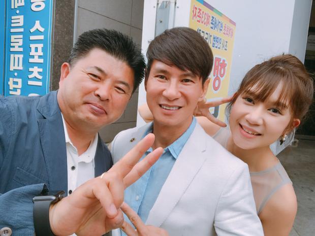 Minh Hà luôn đi cùng chồng trong các sự kiện quan trọng.