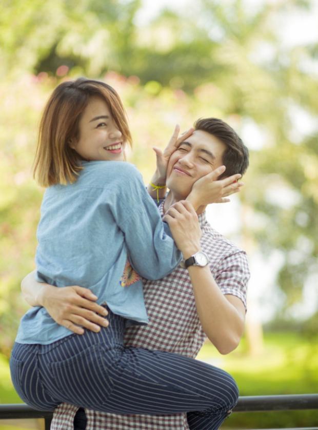Cặp đôi quan niệm, yêu là phải thể hiện sự quan tâm chứ không có gì ngại ngùng.