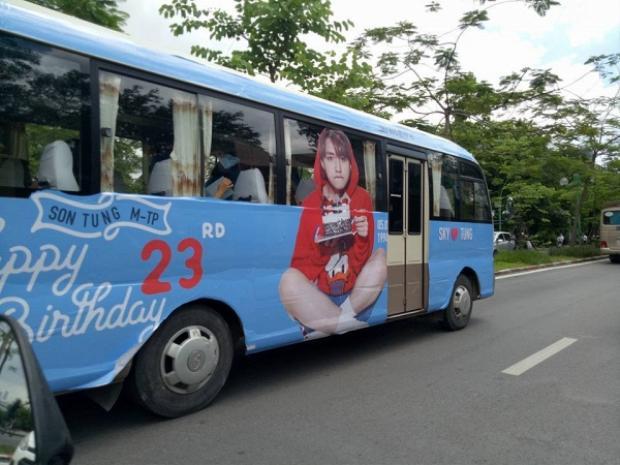 3 chiếc xe bus hoành tráng của Sky miền Bắc để chúc mừng sinh nhật tuổi 23 của Sơn Tùng M-TP.