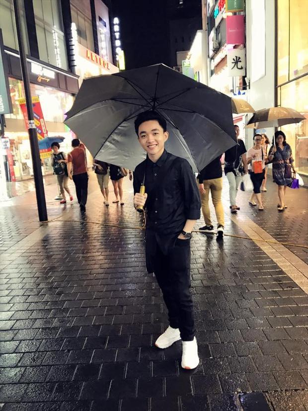 Ngoài ra, trong chuyến đi Hàn Quốc lần này, Trung Quang đã tranh thủ quay MV cho 2 ca khúc mới sẽ phát hành trong thời gian tới, do chính Đan Trường làm đạo diễn.