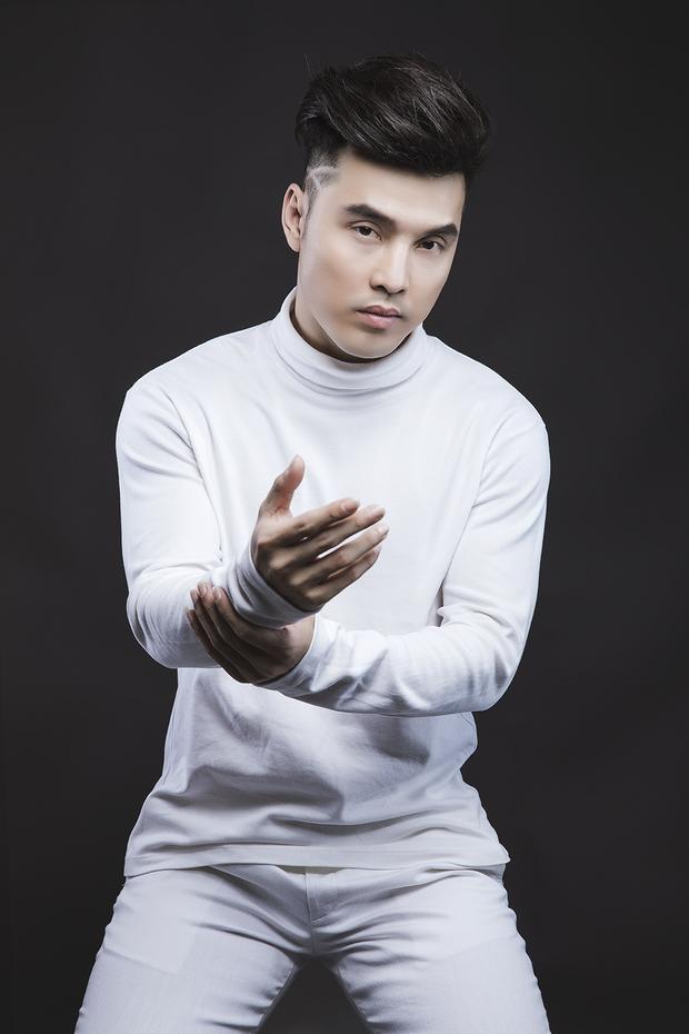 Tung 1 lần 2 album, Ưng Hoàng Phúc tiếp tục ghi điểm với hình ảnh lịch lãm