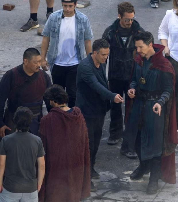 Hình ảnh của loạt diễn viênAvengers: Infinity War trên phim trường