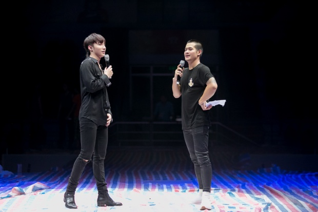 Và đây cũng là lần đầu tiên vị đạo diễn nổi tiếng này đảm nhận trọng trách cho 1 sự kiện fan meeting của nghệ sĩ Việt.