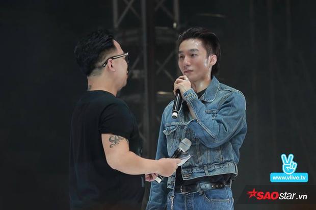 Sơn Tùng hóm hỉnh luôn muốn Tùng Leo đồng hành cùng mình trong mọi sự kiện bởi ở bên MC này thì anh chàng vô cùng tự tin.