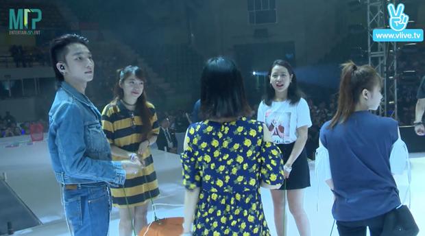 Sơn Tùng tham gia thử thách trò chơi cùng fan.