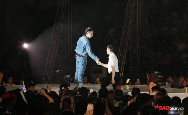 """""""Chúc Sơn Tùng thêm một tuổi mới sẽ ngày càng thành công hơn trên con đường nghệ thuật của mình""""."""