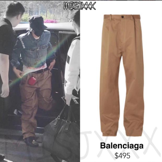 Lần đầu tiên anh mix cùng quần ống rộng khaki của thương hiệu Balenciaga.