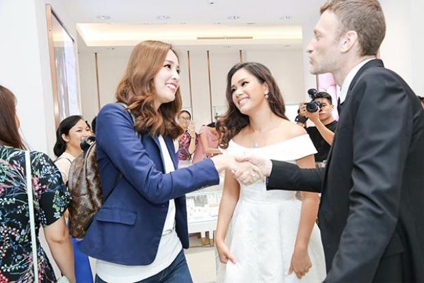 Tuy nhiên, mới đây khi có mặt trong một sự kiện của vợ chồng Phương Vy, Hoa hậu Việt Nam 2006 khiến không ít người giật mình vì quá giản dị, thậm chí có phần xuề xòa.