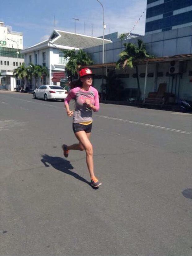 Ở tuổi gần 30, cô đang có cuộc sống bình yên và thường xuyên tập luyện thể thao, giữ sức khỏe.