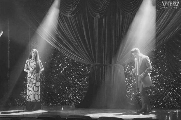 Ngoài việc gặp gỡ thần tượng trong mơ qua đoạn teaser, nam ca sĩ còn song ca cùng nghệ sĩ Thanh Nga ca khúc Mưa rừng.