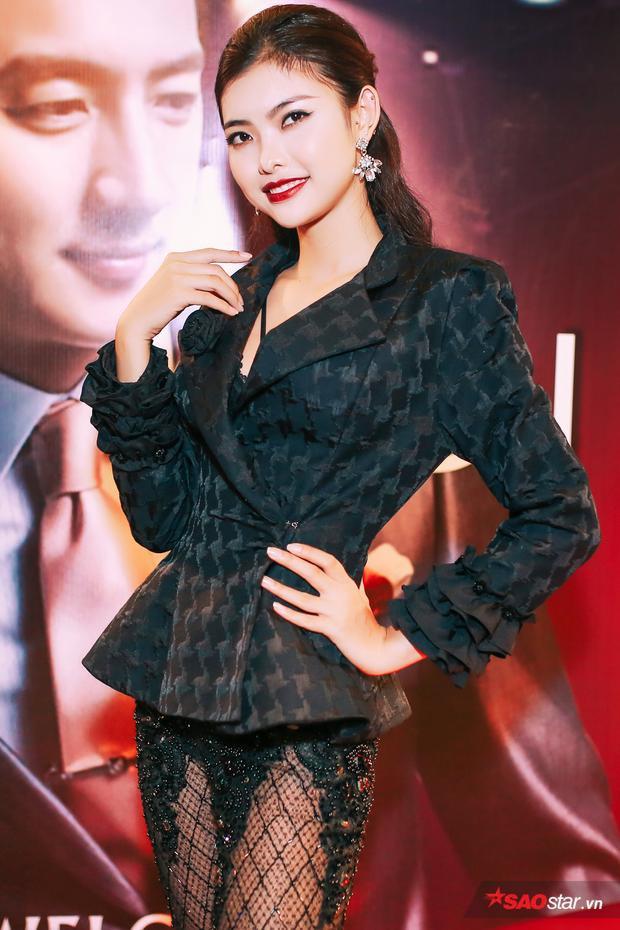 Thiếu Lan - một nhan sắc khác của The Face - Gương mặt thương hiệu năm nay cũng góp mặt trong sự kiện. Tuy là thí sinh bị loại đầu tiên nhưng cô khá đắt show event và xuất hiện tại các hoạt động của làng giải trí Việt.