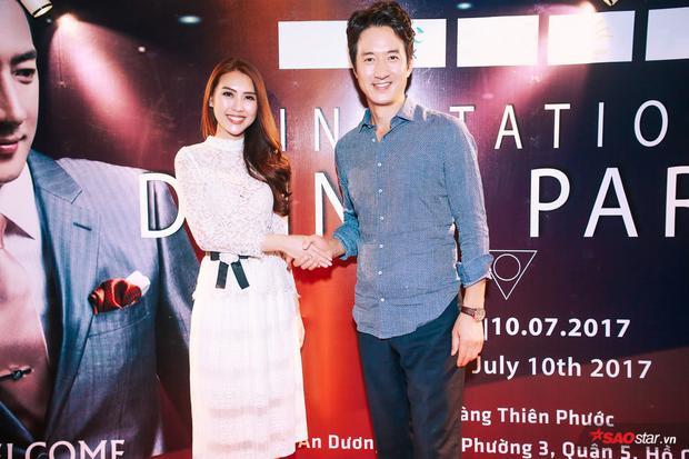Jung Joon Ho vui vẻ bắt tay, chào hỏi Hoa hậu Sắc đẹp châu Á 2017 Tường Linh. Thời điểm này, chân dài gốc Phú Yên gây chú ý khi tham gia The Face - Gương mặt thương hiệu mùa 2 (team Hoàng Thùy), đồng thời là một trong những nhân tố sáng có khả năng cạnh tranh ngôi vị quán quân.