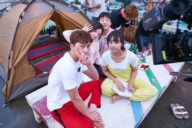 Trang phục này một lần nữa lên ngôi nhờ hiệu ứng của chàng trai màn ảnh Park Seo Joon