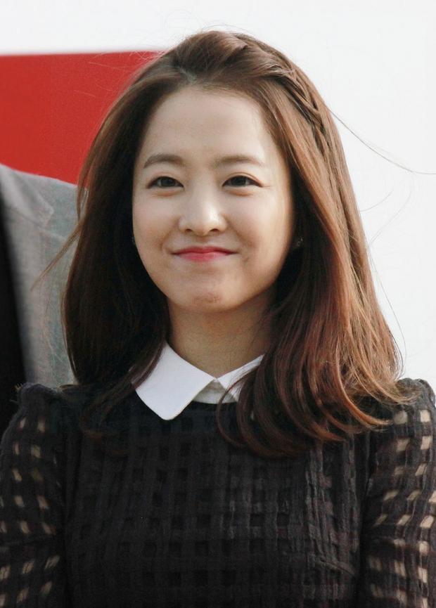 Khuôn mặt không tuổi của Park Bo Young.