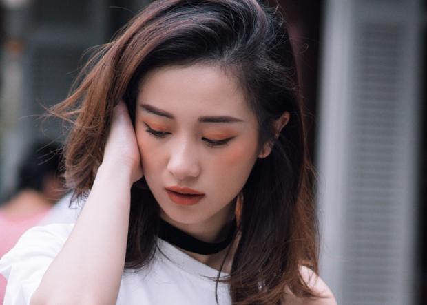 Style trang điểm Hàn Quốc với phấn mắt và má cùng chung tông màu cam thể hiện nét năng động mà vẫn trẻ trung.