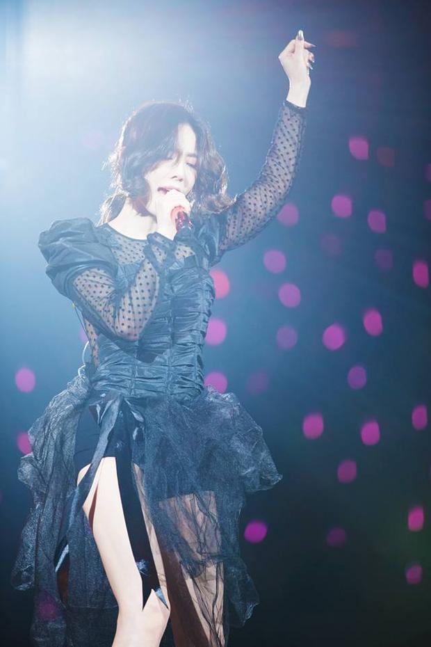 Mỗi đợt quảng bá trên truyền hình, cô nàng chỉ có cơ hội hát từ 2-3 ca khúc solo.