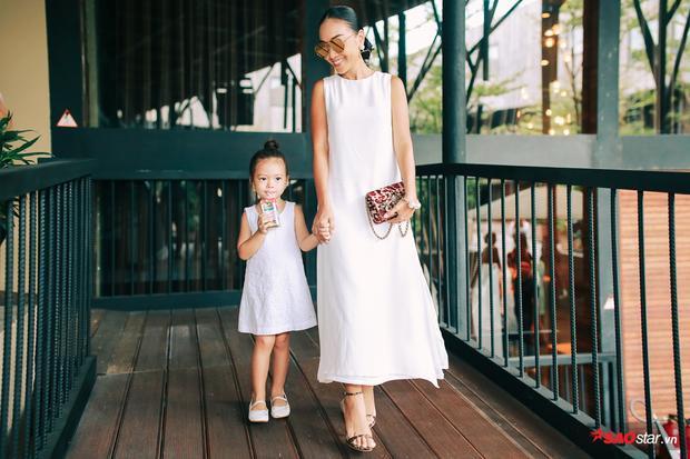 Đoan Trang cùng con gái cưng.