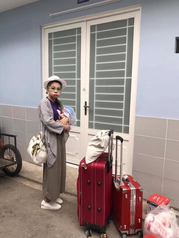 Mẹ con Bella đến nơi ở mới tại Sài Gòn.