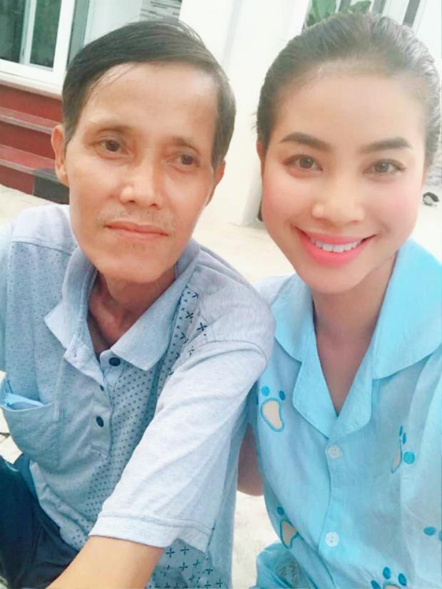 Phạm Hương và bố.